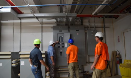 THE BENEFITS OF HIRING A TRUSTWORTHY COMMERCIAL ELECTRICIAN